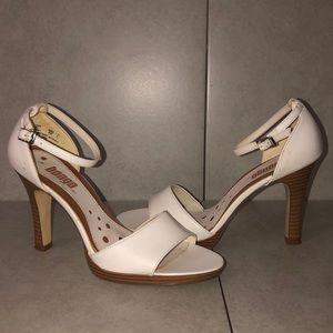 Bongo heels size 9